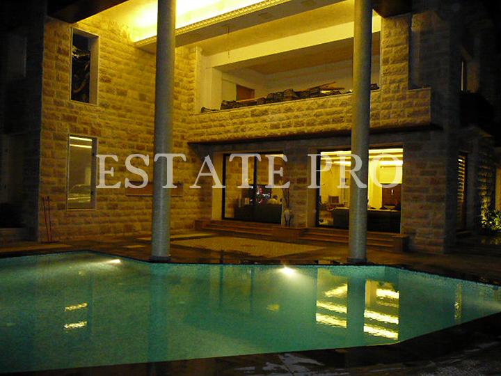 For Sale Super Luxurious Villa in Monteverde – LB0011